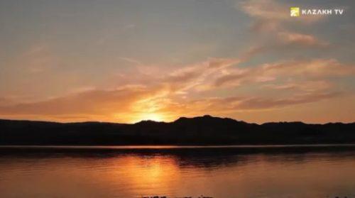 Поющий бархан и озеро Тузколь